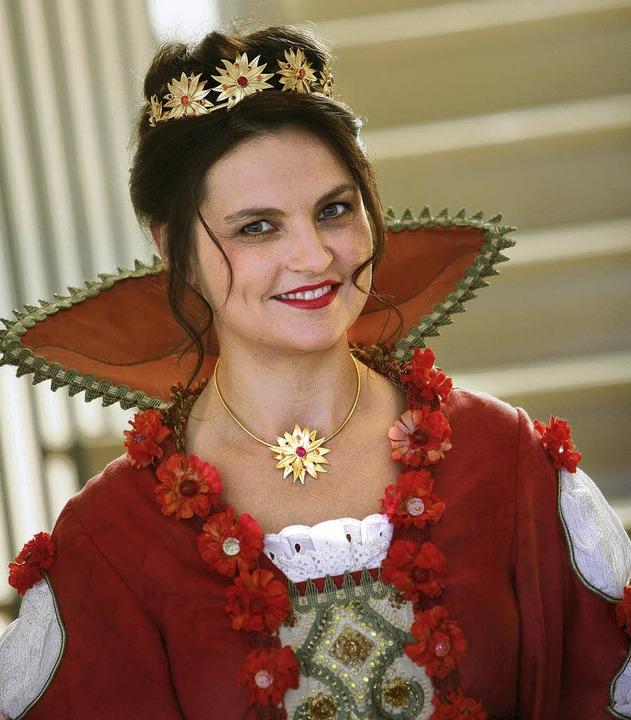 Nelli I.  wirbt als Königin für Lahrs Blumenschau.   | Foto: breithaupt