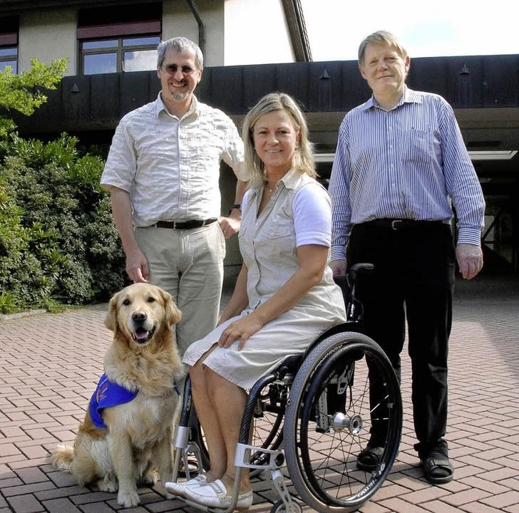 Schulleiter Rainer Kirchhoff (links) u... Schule für Körperbehinderte zu haben.  | Foto: Markus Zimmermann-Dürkop