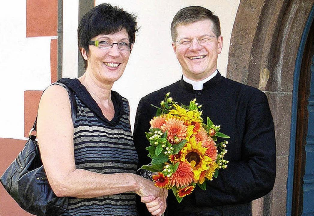 Martina Grün bedankte sich bei Pfarrer  Stephan Burger.    Foto: privat