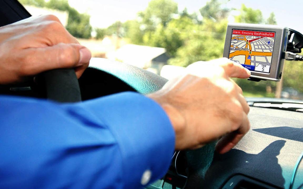 Navigationsgeräte im Auto  geben dem F...sind beim Kauf Hinweise zu beachten.      Foto: dpa