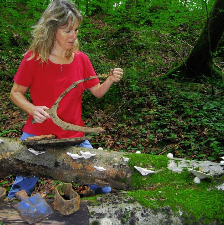 <Bildtext>Fündig: Im Waldstück am Körn...und rostiges Arbeitsgerät. </Bildtext>  | Foto: Birgit-Cathrin Duval