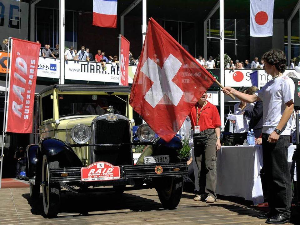 Ein Chevrolet am Start  des Raid Suisse-Paris.  | Foto: Veranstalter