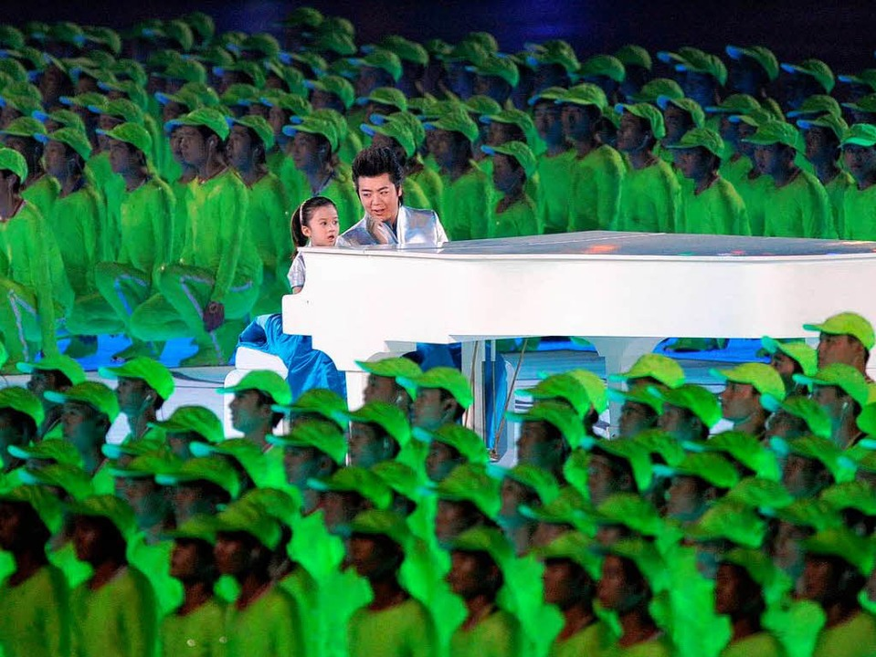 Ganz schön chinesisch: Lang Lang bei d...eier der Olympischen Spiele in Peking.    Foto: dpa