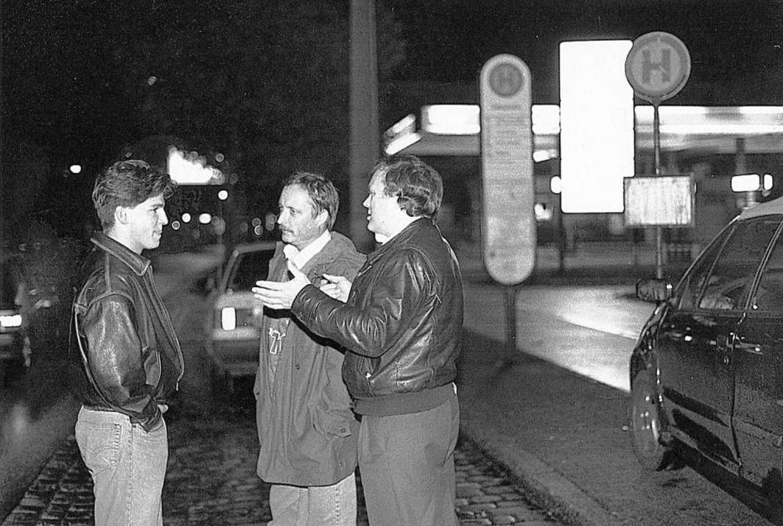 Polizisten befragten  damals Passanten...ße in Freiburg – ohne Ergebnis.     Foto: Sasse