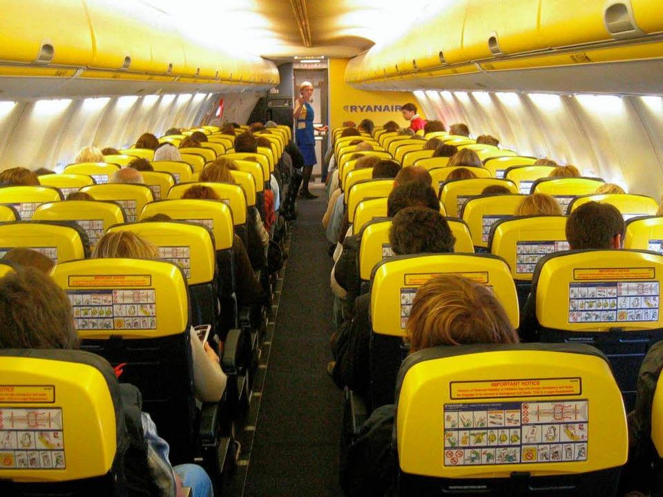 Archivbild: Das Innere einer Ryanair-M...über Frankreich dramatische Szenen ab.    Foto: dpa