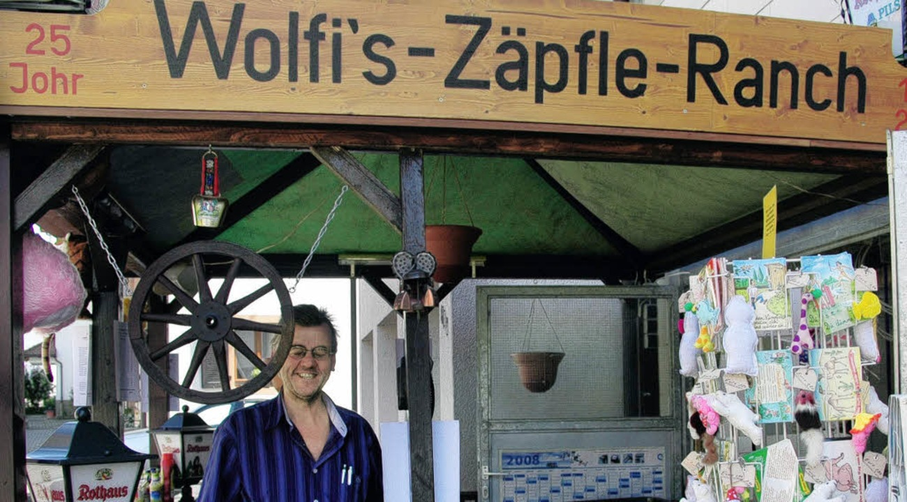 Wolfgang Sturm feierte in Hüsingen das...inem Getränke-Heimservice fing es an.   | Foto: Vera Winter