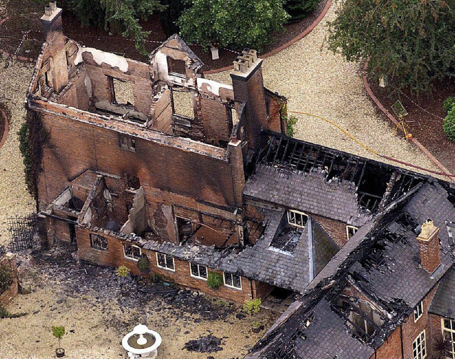 Die Villa der Familie ist nur noch eine Ruine.   | Foto: dpa