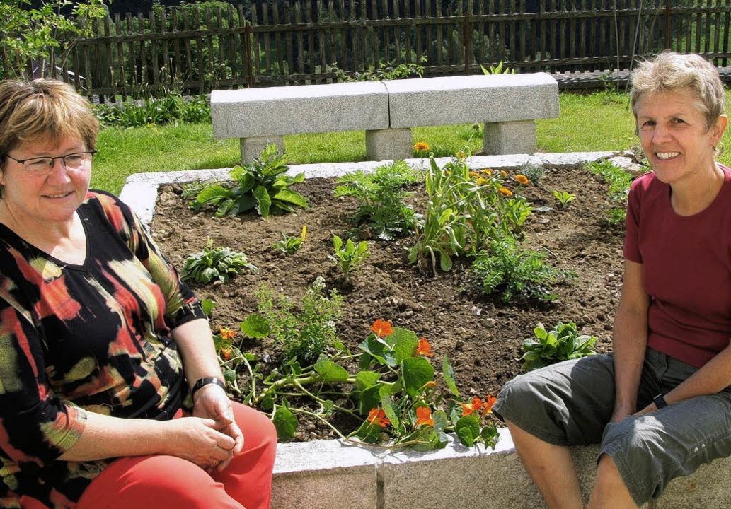 <Bildtext>Roswitha Maier (links) und E...er ihre Fittiche genommen.</Bildtext>   | Foto: alexandra wehrle