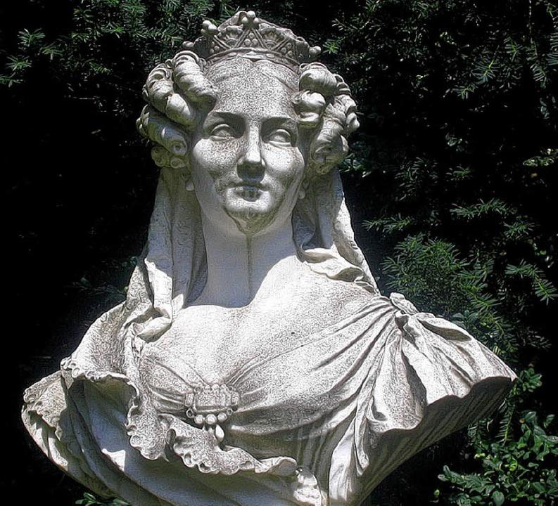 Glanz und Tragik: Stephanie von Baden,... ist im Park mit ihrer Büste verewigt.  | Foto: Kati Wortelkamp