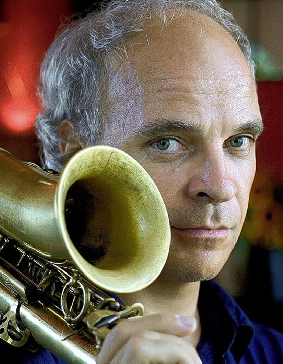 Der Saxofonist ist der Bandleader: Matthias Stich   | Foto: pro