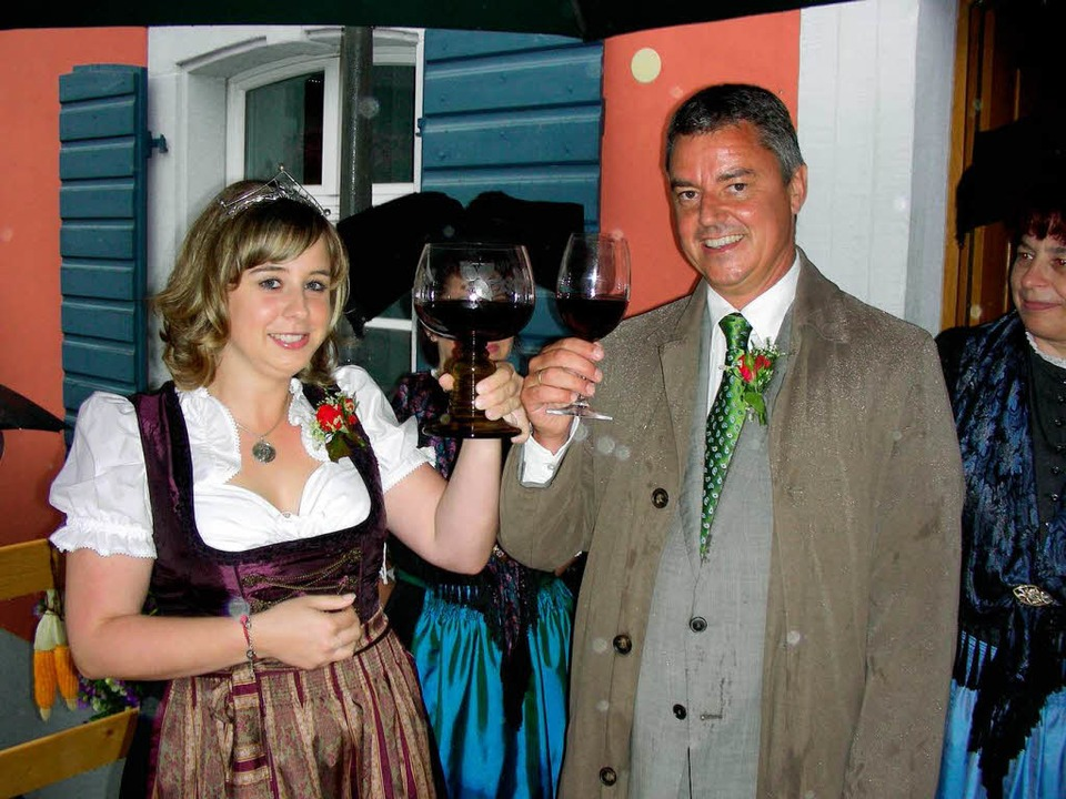 Bürgermeister Volker Kieber mit Weinprinzessin Michaela Baldinger