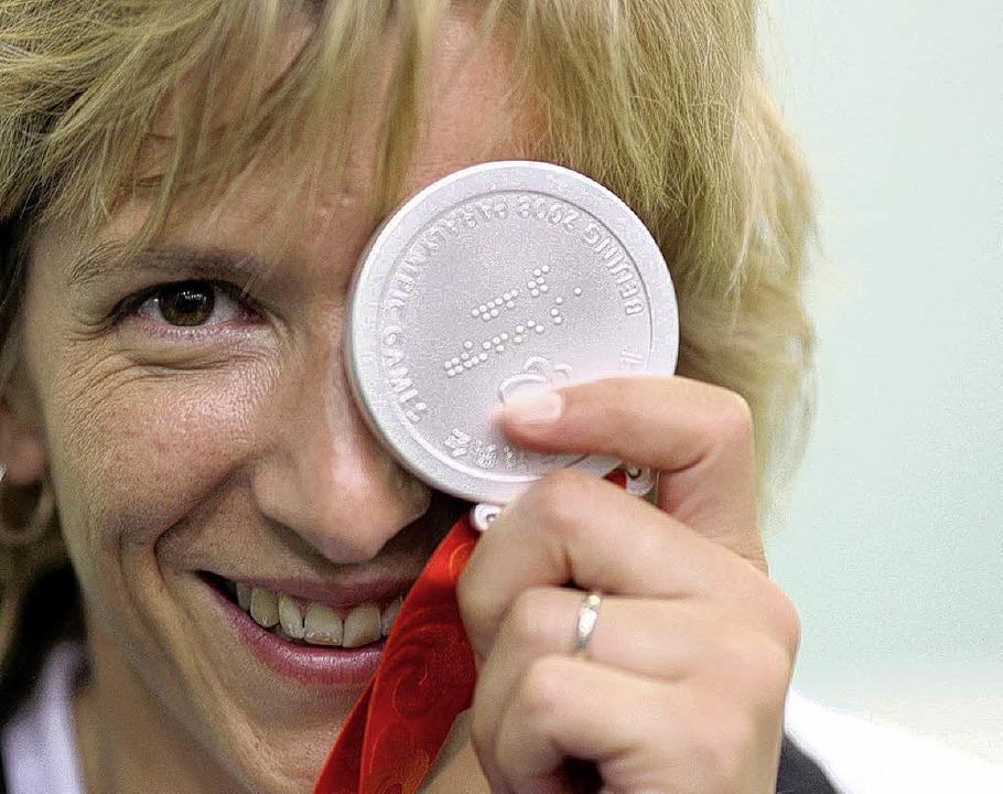 Rollstuhlfahrerin Manuela Schmermund g...st die erste Medaille für Deutschland.