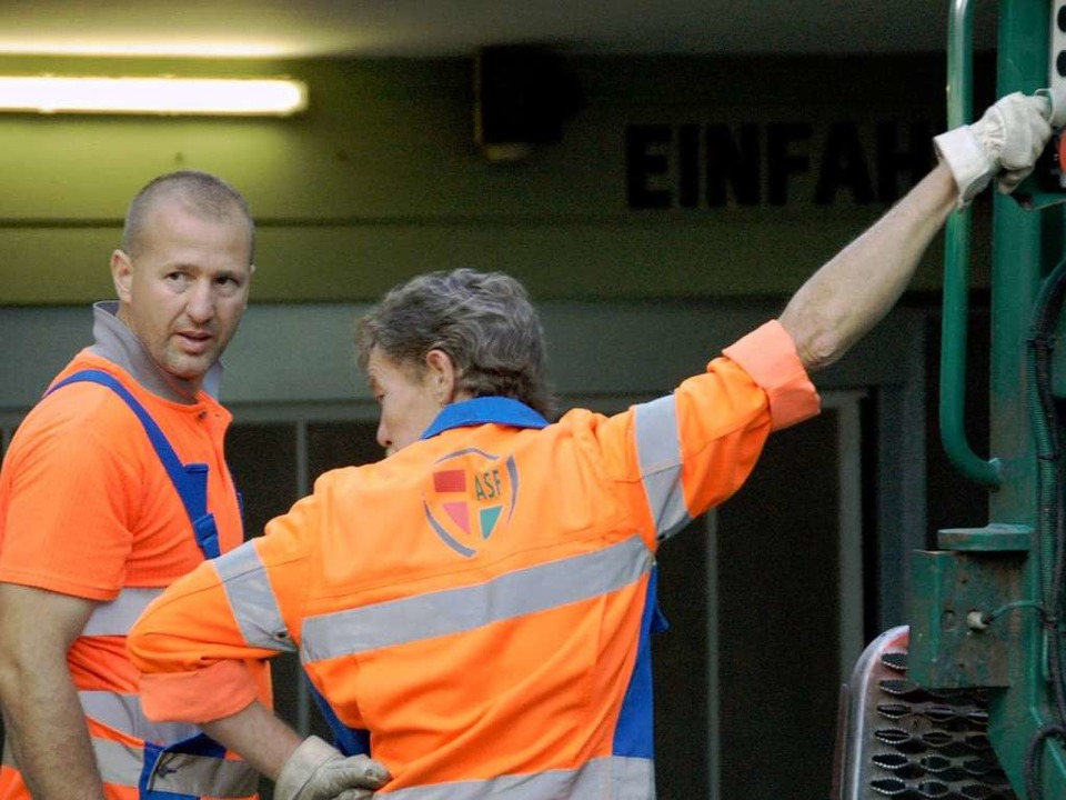 Männer in Orange  | Foto: Daniel Gräber