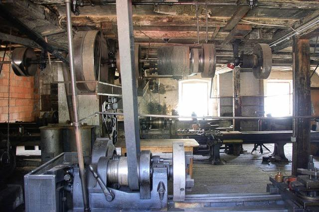Landmaschinenwerkstatt und Alte Schule in Grunern