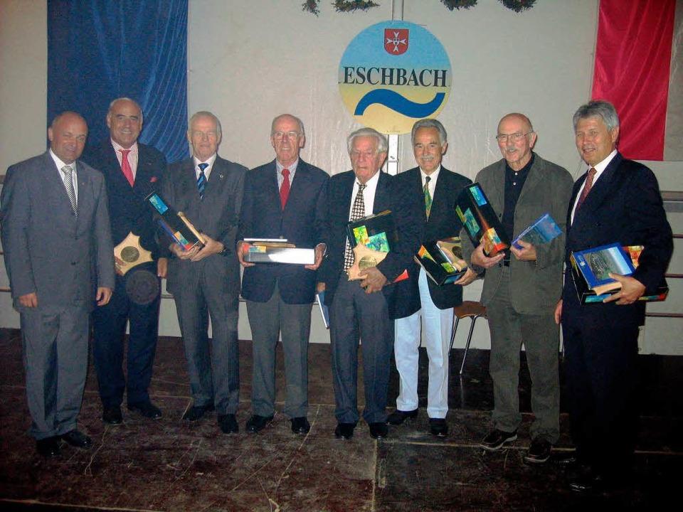 Bürgermeister  Kraus   ehrt Staatssekr... Loosen,   Koch,  Purucker und   Back.  | Foto: Ingeborg Grziwa