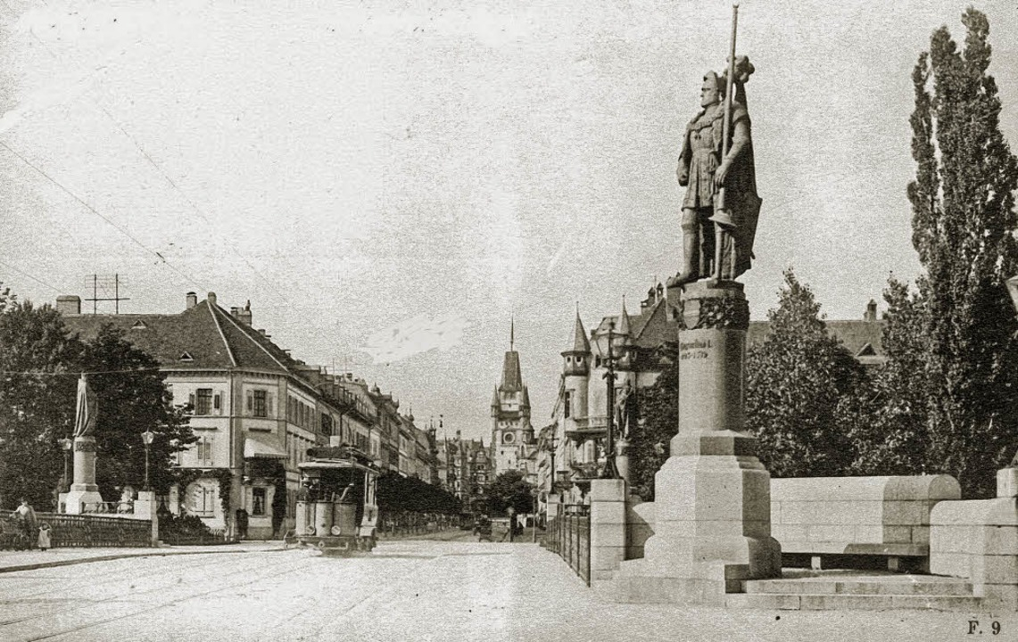 Die Kaiserbrücke kurz nach iher Errich...8211; prominent von Kaisern flankiert     Foto: Archiv