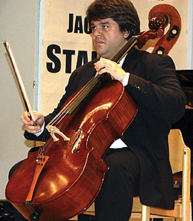 Alfredo Persichilli,  Präsident des In...ner, mit einem prämierten Violoncello.  | Foto: Michael Köllner