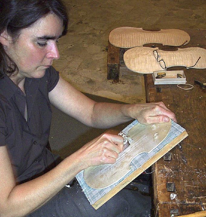 <Bildtext>Geigenbaumeisterin Susanne C...einem ersten Preis bedacht.</Bildtext>  | Foto: michael köllner
