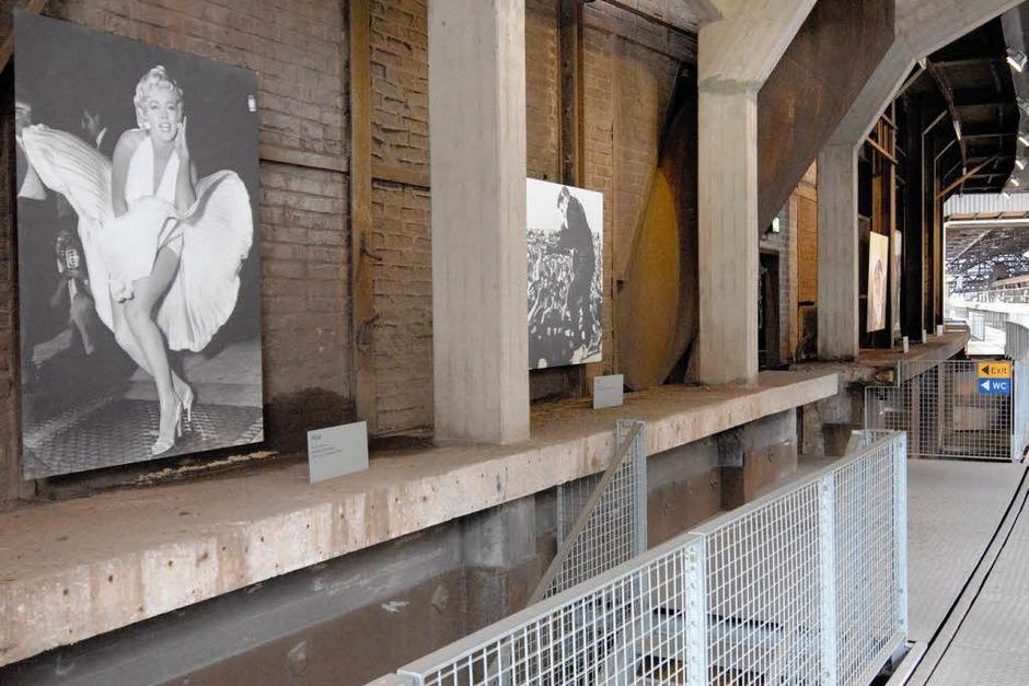 Die Ausstellung mit berühmten Reportagefotos der letzten Jahrzehnte entwickelt inmitten der  Fabrikhallen ihren ganz eigenen Reiz. (Foto: Hans P. Wühler)