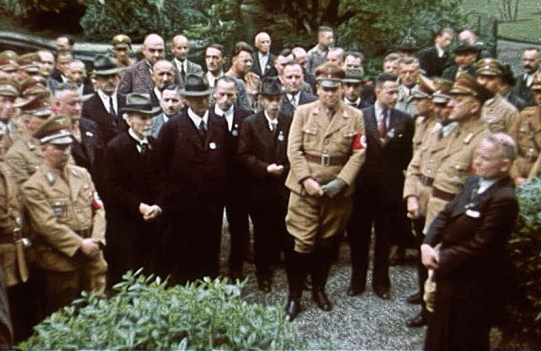 Prominente Zivilisten und Parteiangehö...n ihm NSDAP-Kreisleiter Richard Burk.   | Foto: stadtarchiv lahr/<BZ-FotoRepro>repro: bz