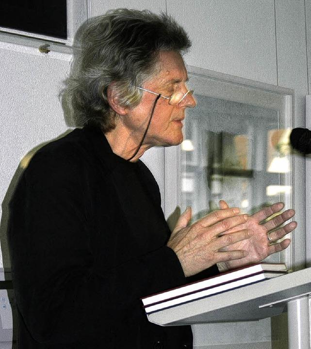 Hans-Peter Bögel liest Gedichte  von  Wolfgang Heidenreich.  | Foto: Saurer