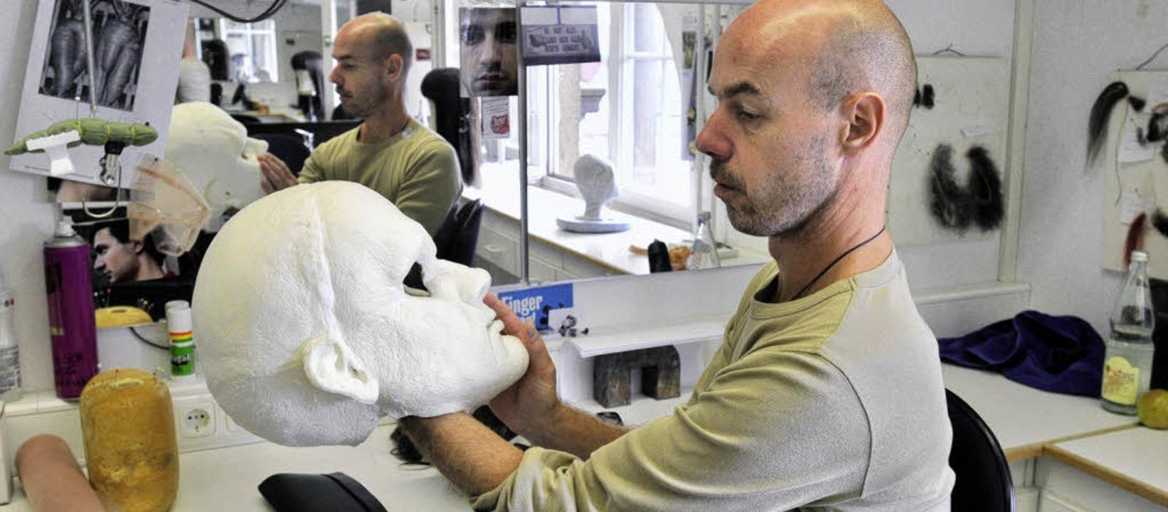 Maskenbildner Michael Shaw  | Foto: Ingo Schneider
