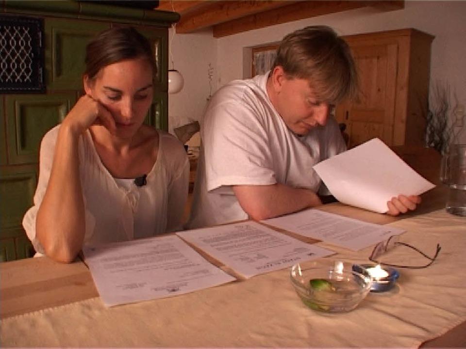 Ulrike und Christian Landwehr aus Elza... – vor laufenden Fernsehkameras.  | Foto: Sat1