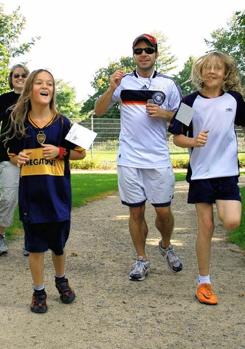 Jung und Alt liefen für den guten Zweck.    | Foto: Tina Saur