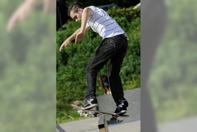 Nach dem Ollie greifen die Skater in die Trickkiste