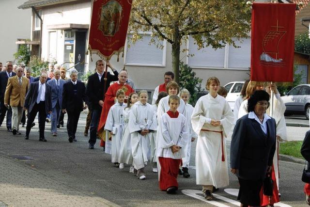 Prozession durchs Dorf zum Patrozinium