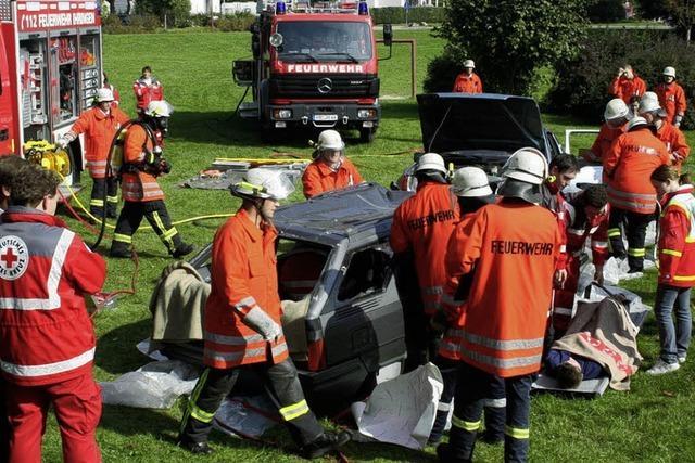 Feuerwehr zerlegte zwei Autos in die Einzelteile