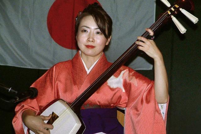 Einen Querschnitt von Japan in den Bürgersaal geholt