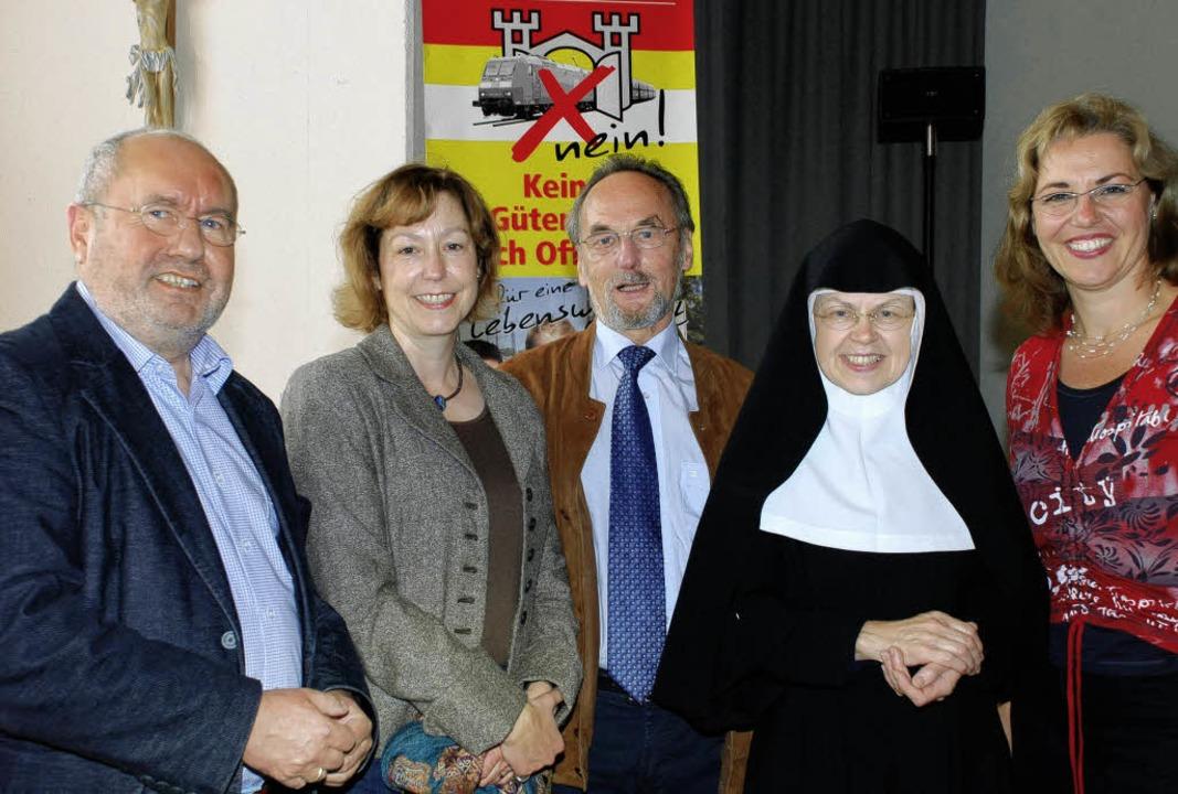 Fest-Freu(n)de (von links): Ulrich Har...hl, Mutter Martina und Elke Groeneveld  | Foto: gertrude siefke