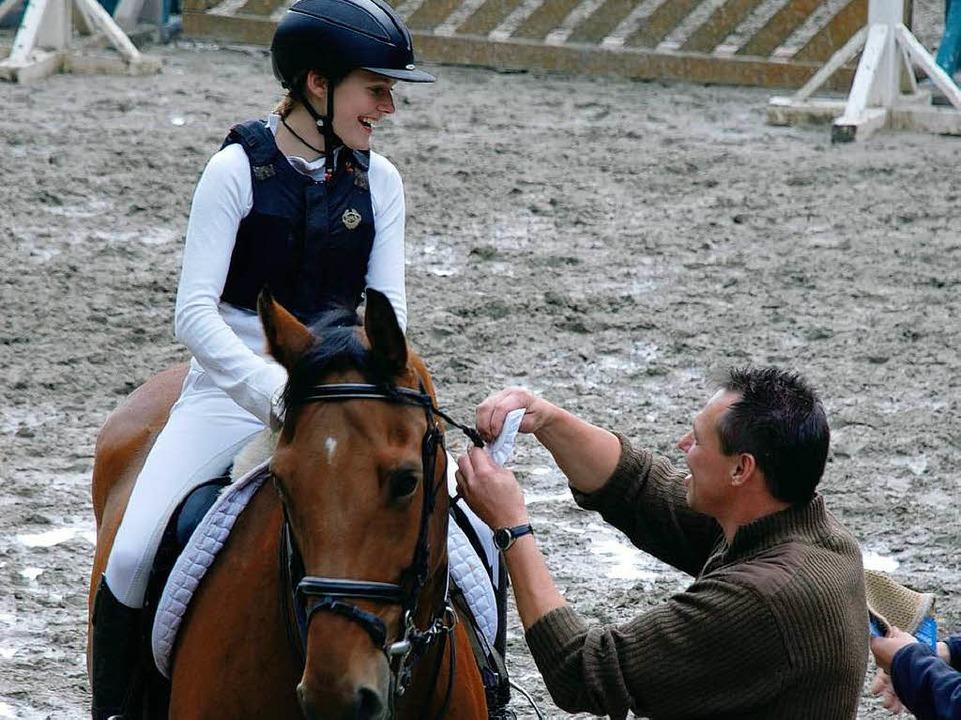 <Bildtext>Gratulation für die Vizevereinsmeisterin Saskia Kumpf</Bildtext>    Foto: Maja Tolsdorf