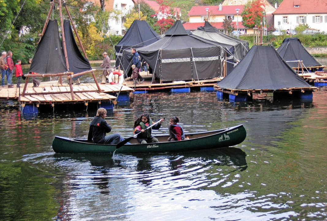 <Bildtext><Bildtext>Ein schwimmendes Z...em Programm</Bildtext> (Bild rechts).   | Foto: Ingeborg Grziwa