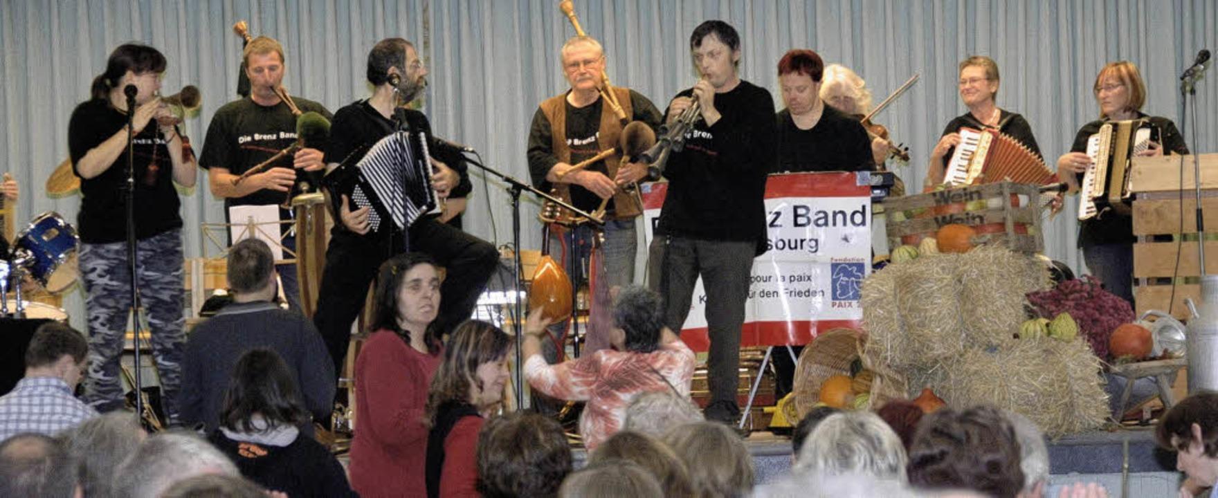 Für ausgezeichnete Stimmung sorgte die Brenz Band aus Ludwigsburg.   | Foto: Volker Münch