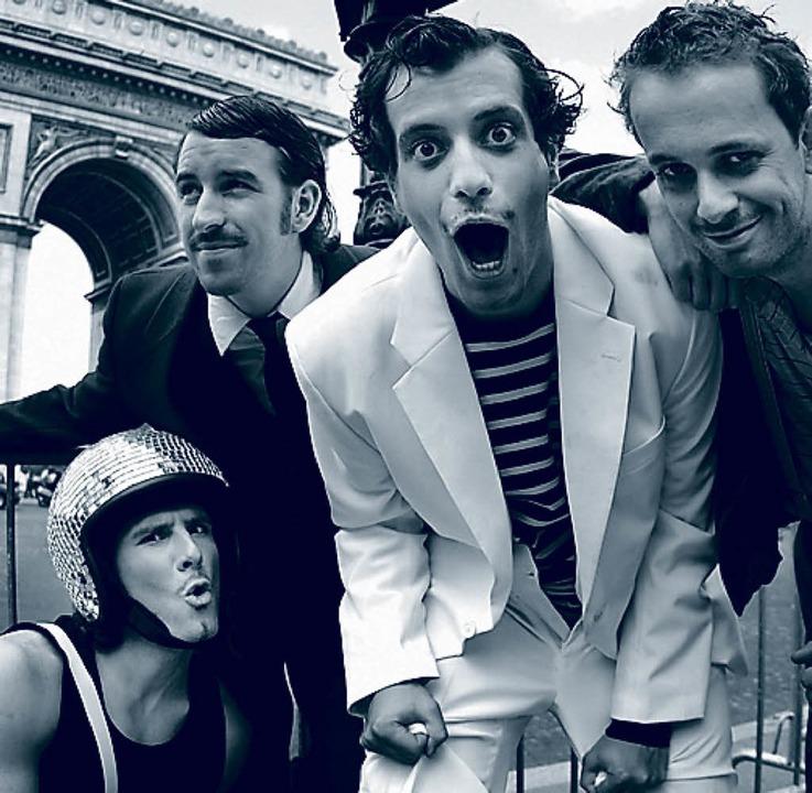 Quartett am Arc de Triomphe: Mini Moustache   | Foto: pro