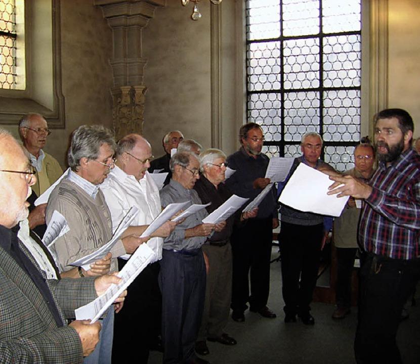 …  und die Elztäler Sängerfreund...der Stadtkapelle in der Lange Straße.   | Foto: Wolfgang Meyer