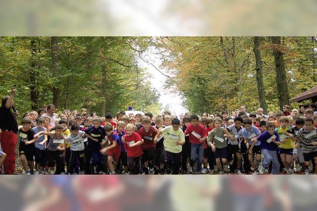Rund 1000 Schüler im Wald