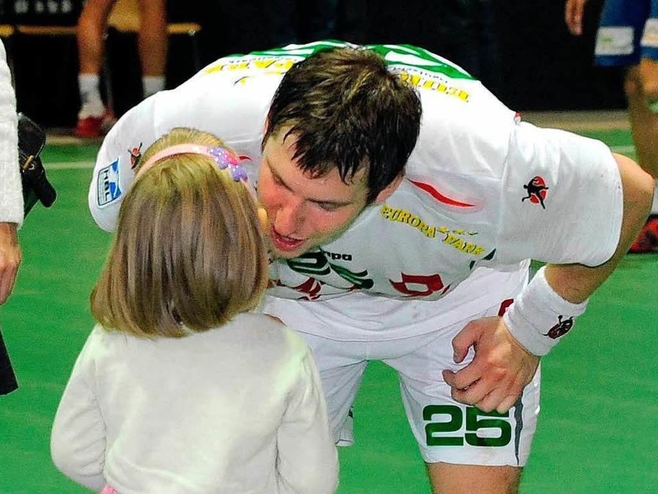 Ein Küsschen nach einer guten Leistung für Rafal Glinski.  | Foto: Michael Heuberger