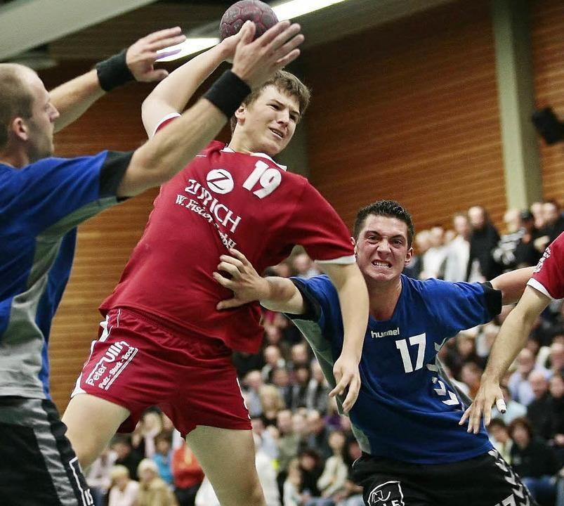 Handball-Landesliga:HTV Meissenheim - ...heim), Philipp Schmieder re. (TV Sulz)  | Foto: Peter Aukthun-Goermer