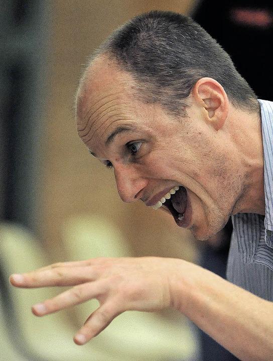 Beschwörend  redet USC-Trainer Harald ...hts. Die Eisvögel verlieren trotzdem.   | Foto: seeger