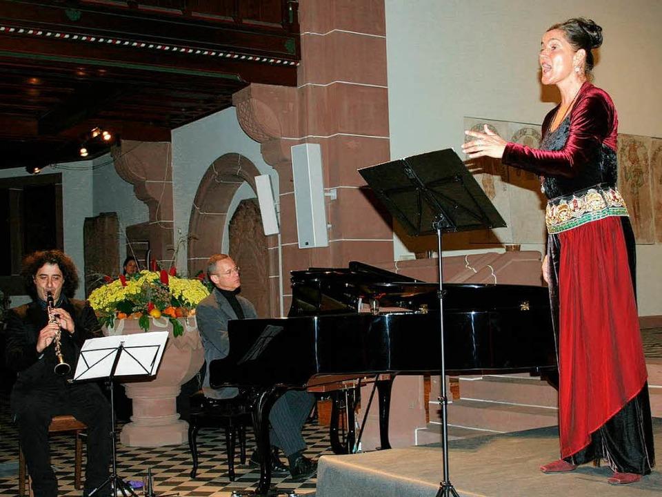 Agnes Erkens mit einer musikalischen R...ung in der evangelischen Pauluskirche.  | Foto: Martina Faller