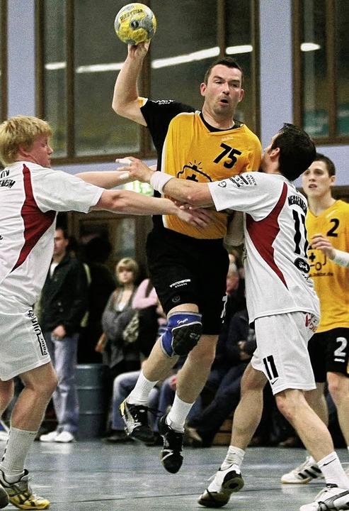 Handball Herren 2008/2009TV Seelbach v...c Karl  (HTV Meissenheim #11) geblockt    Foto: Peter Aukthun-Goermer