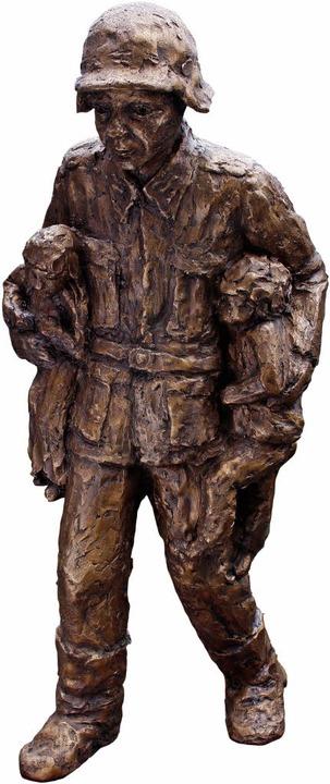 Skulptur des Wehrmachtssoldaten  | Foto: Alexander Stein