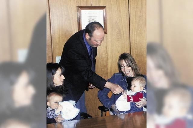 Babys zu Gast beim Bürgermeister