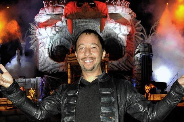 Vampire auf der Drachenbühne: DJ BoBo im Europa-Park