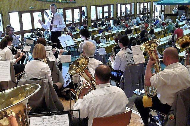Oberschopfheim feiert mit flotter Musik und Wein