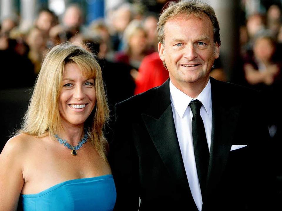 Frank Plasberg, hier mit Anne Gesthuys...Offenburg mit dem Bambi ausgezeichnet.  | Foto: dpa