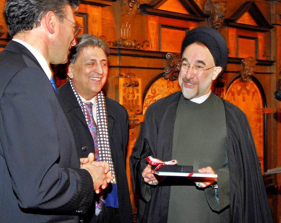 OB Dieter Salomon (links) empfängt den...Präsidenten Mohammed Khatami (rechts).  | Foto: Michael Bamberger